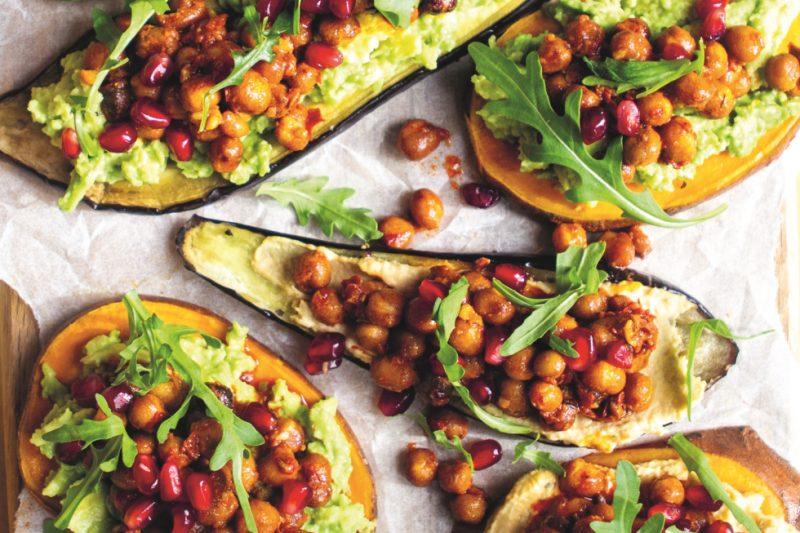 Zoete-aardappel- en auberginetoast met avocadospread & harrisa